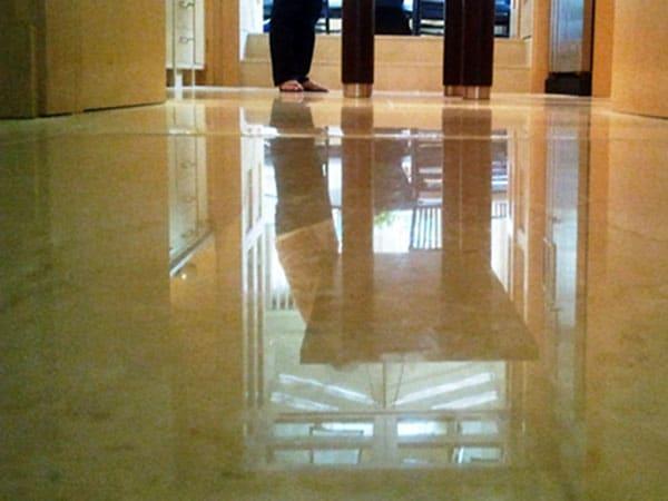 Pulizia-smalto-pavimenti-cemento-parma