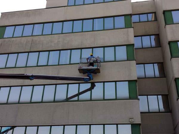 Impresa-per-pulire-grandi-vetrate-reggio-emilia